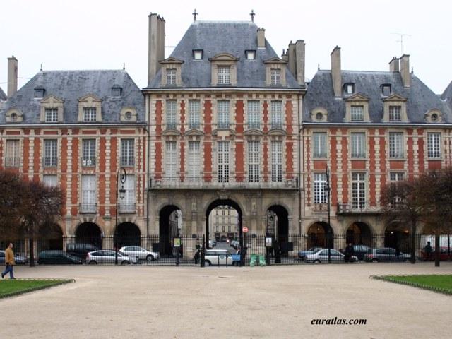 http://www.euratlas.com/Atlas/paris/place_des_vosges.jpg