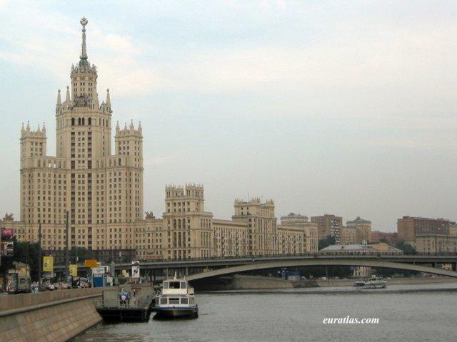 Société d'État VALDEXPOЯT Moscow_soviet_architecture
