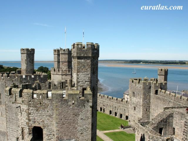 Castell Aberlleiniog - Aber Lleiniog Castle - an ancient monument ...